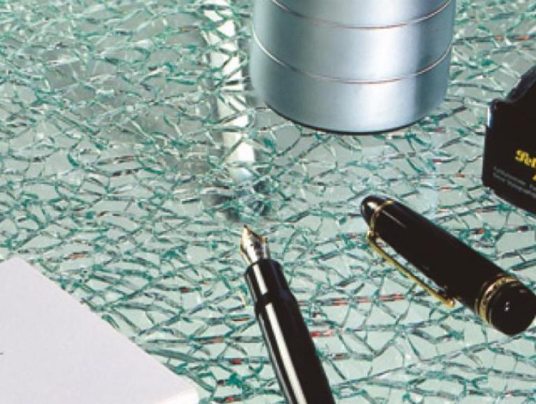 Gelaagd glas met een SPLITTED GLAS craquelé patroon
