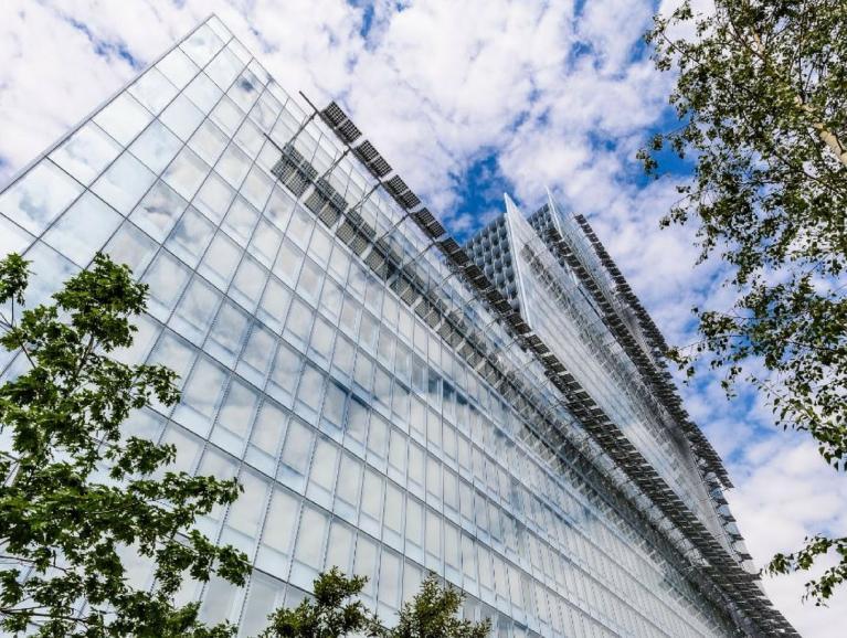 COOL-LITE ST BRIGHT SILVER | Hoch refelktierendes Sonnenschutzglas von Saint-Gobain Building Glass