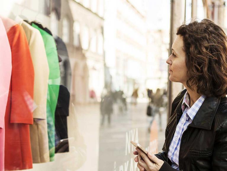 VISION-LITE houdt de reflectie & weerspiegeling tegen en is dus ideaal voor etalages & vitrines