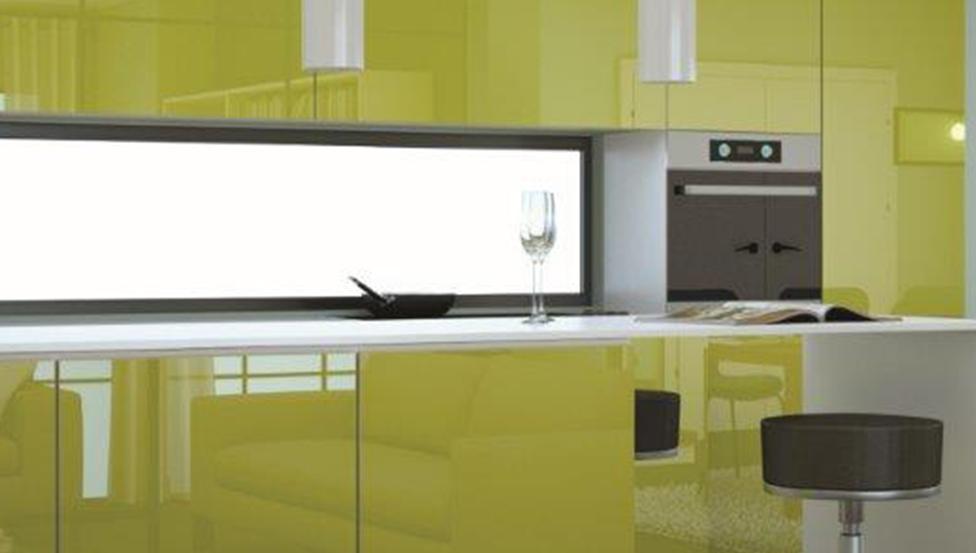 Exemple d'utilisation du verre laqué PLANILAQUE COLOR-IT en cuisine