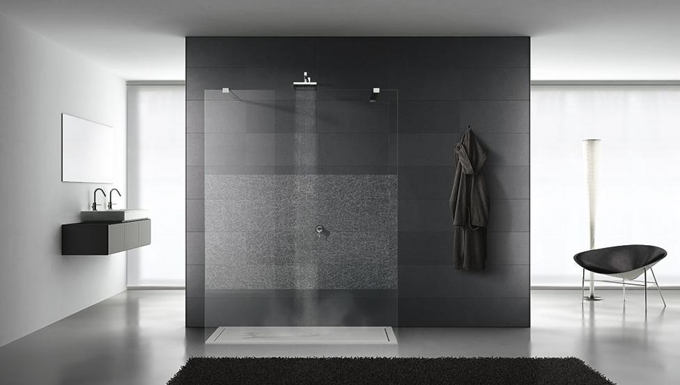 Bad- en douchewanden met optimale transparantie en gebruiksgemak | TIMELESS