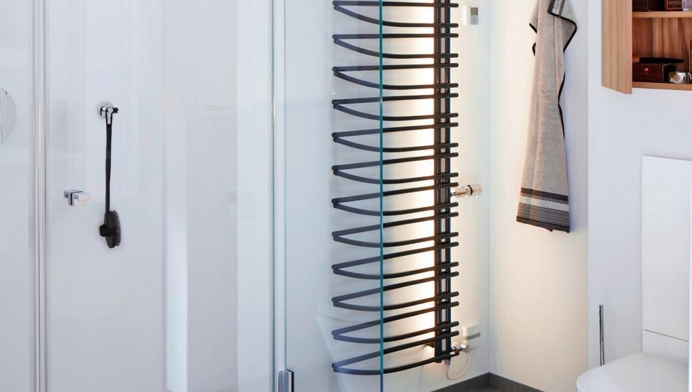 TIMELESS GLASS SHOWER zijn opstellingen met douchewanden die in elke badkamer passen